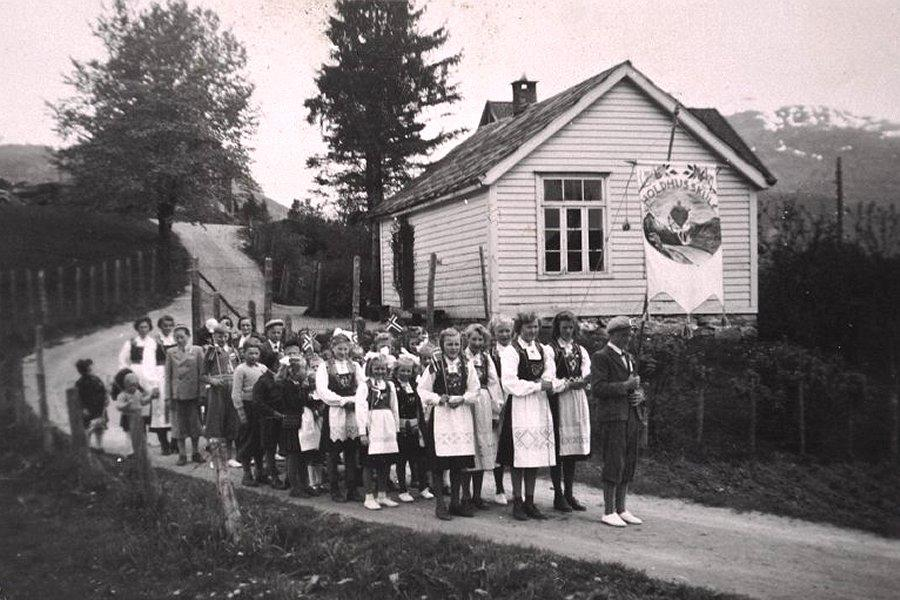 17. maitog ved Holdhus skule (1940)